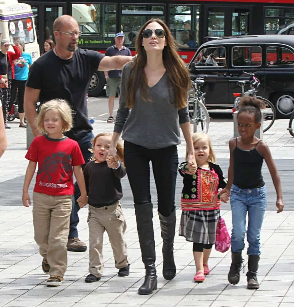 Angelina Jolie And Family At London Aquarium (USA & OZ ONLY)