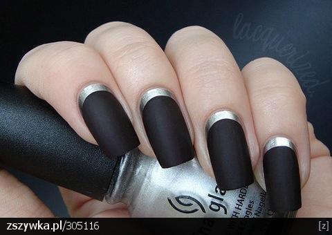 czarne-matowe-paznokcie--d-mozna-po