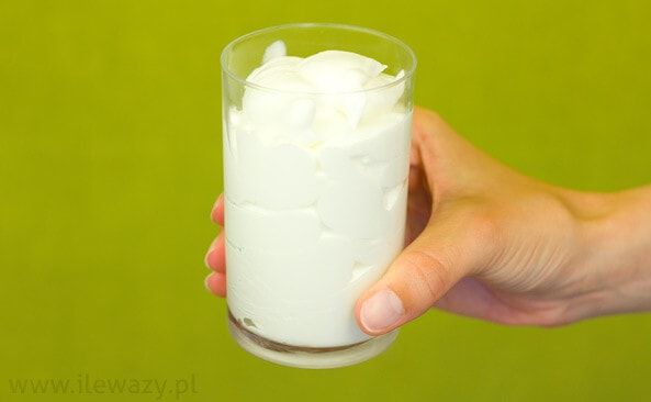 smietana-w-proszku-szklanka