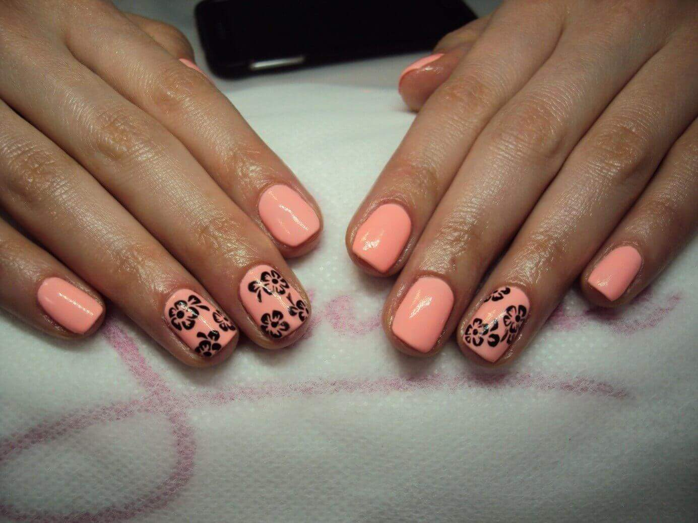Efekt końcowy przygotowywania manicure hybrydowego